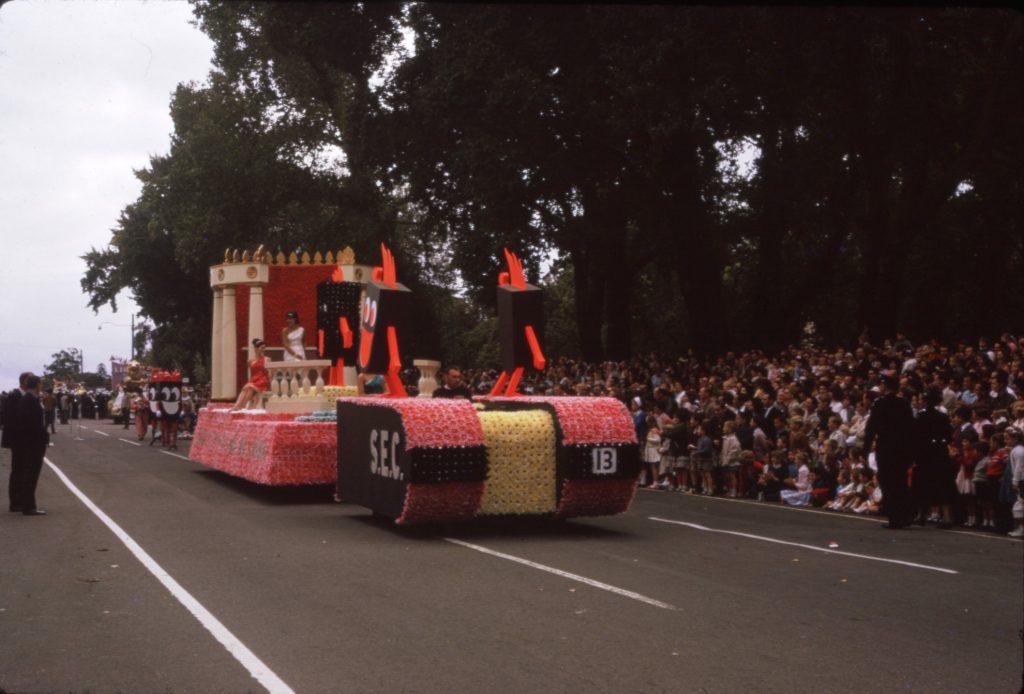 S.E.C float, 1964